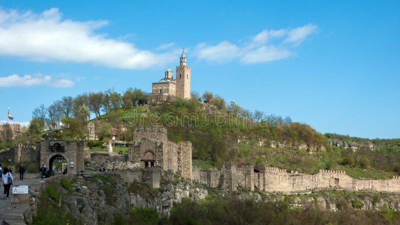 Fördärvar av den medeltida fästningen Tsarevets - huvudstad av andra bulgariska välde arkivfoton