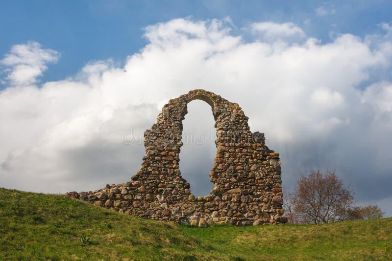 Fördärvar av den medeltida slotten av Rezekne arkivfoton