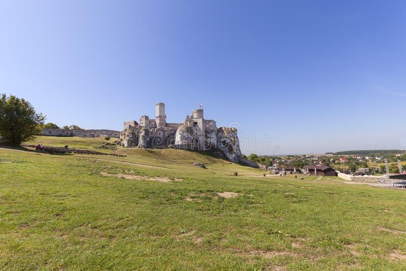Fördärvar av den medeltida slotten för det 14th århundradet, den Ogrodzieniec slotten, Podzamcze, Polen royaltyfria bilder