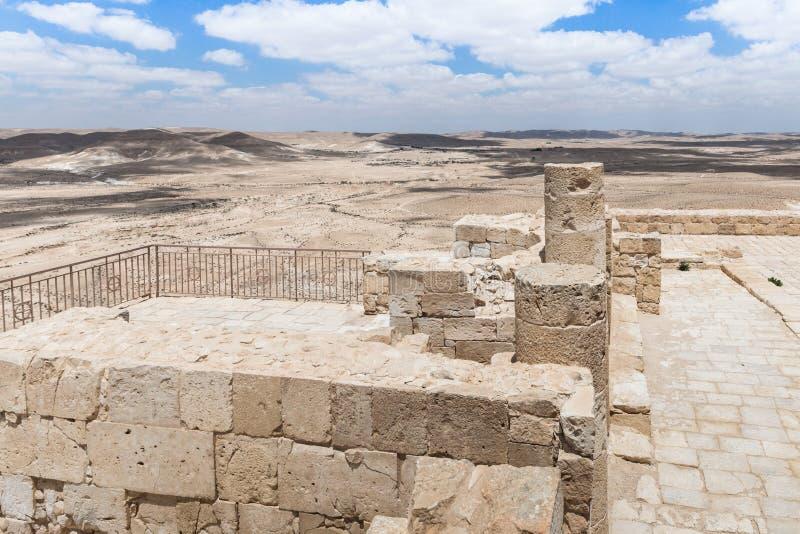 Fördärvar av den Nabatean templet i den Nabataean staden av Avdat som lokaliseras på rökelsevägen i den Judean öknen i Israel Det royaltyfri foto