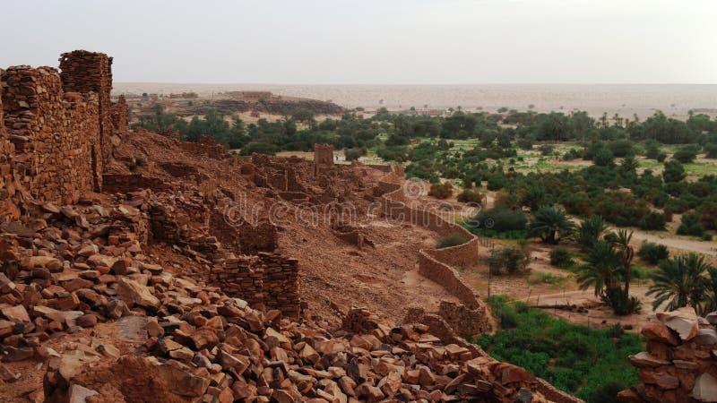 Fördärvar av den Ouadane fästningen arkivbild