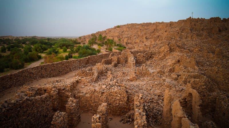 Fördärvar av den Ouadane fästningen i Sahara, Mauretanien royaltyfria foton