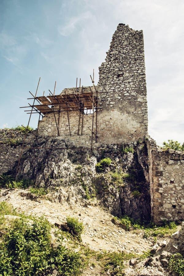 Fördärvar av den Plavecky slotten, den slovakiska republiken, Europa arkivbild