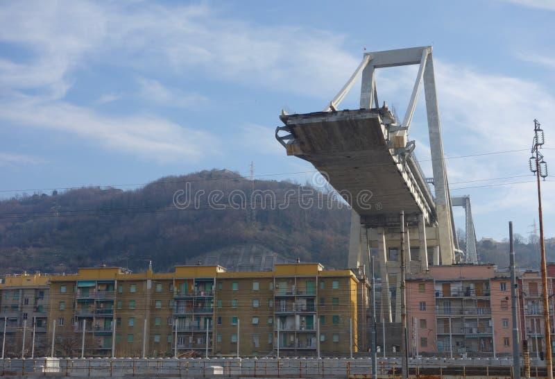 Fördärvar av den Ponte Morandi bron i Genua royaltyfri bild