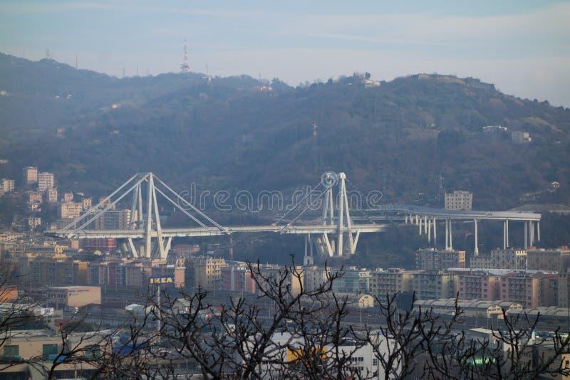 Fördärvar av den Ponte Morandi bron i Genua arkivfoton