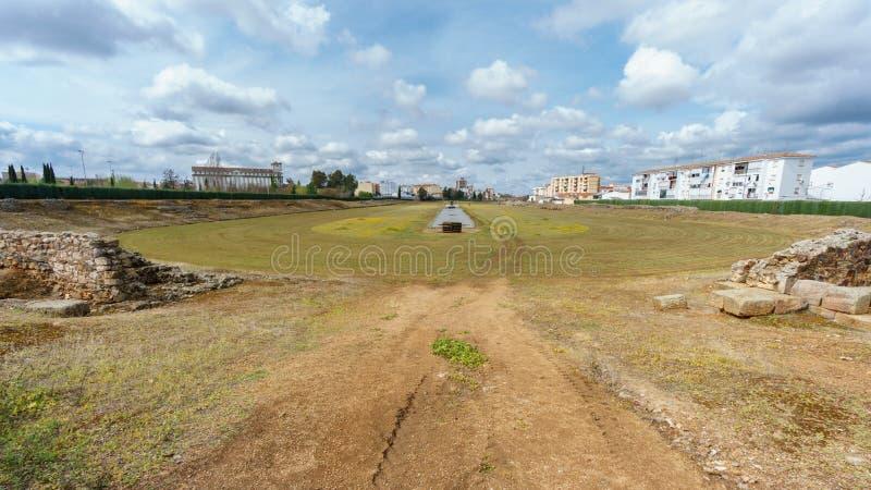 Fördärvar av den romerska cirkusen för tappning i Merida arkivfoto