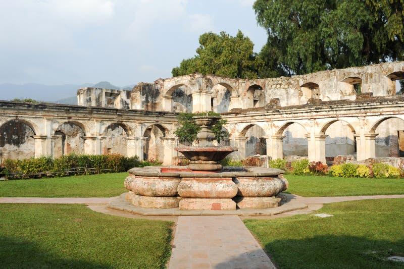Fördärvar av den Santa Clara kloster på Antigua royaltyfria foton