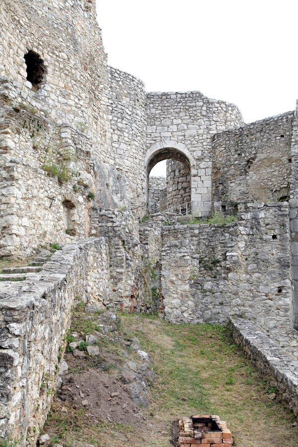 Fördärvar av den Spis slotten, Slovakien royaltyfri bild