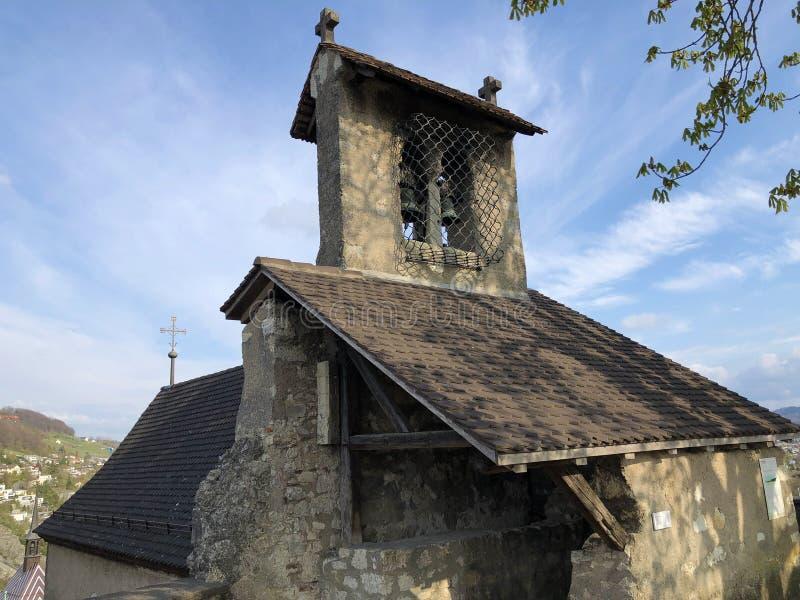 Fördärvar av den Stein Castle eller Schloss ölkrus- eller Ruine ölkruset eller den Schlossruine ölkruset, Baden royaltyfria foton
