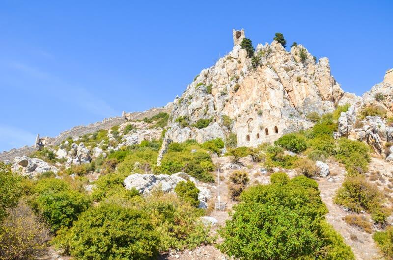 Fördärvar av det forntida helgonet Hilarion Castle i den cypriotiska Kyrenia regionen Fästningen, ursprungligen en kloster, från  royaltyfria bilder