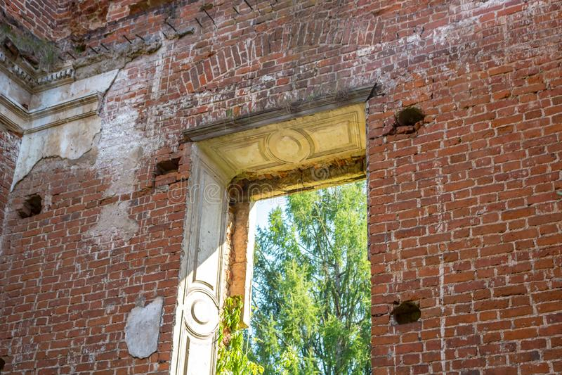 Fördärvar av en övergiven bondgård på slutet av det 18th århundradet royaltyfri fotografi