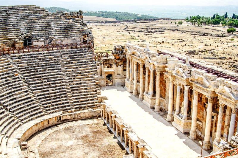 Fördärvar av en amfiteater i staden av Hierapolis, Pamukkale, det Denizli landskapet kalkon arkivbilder
