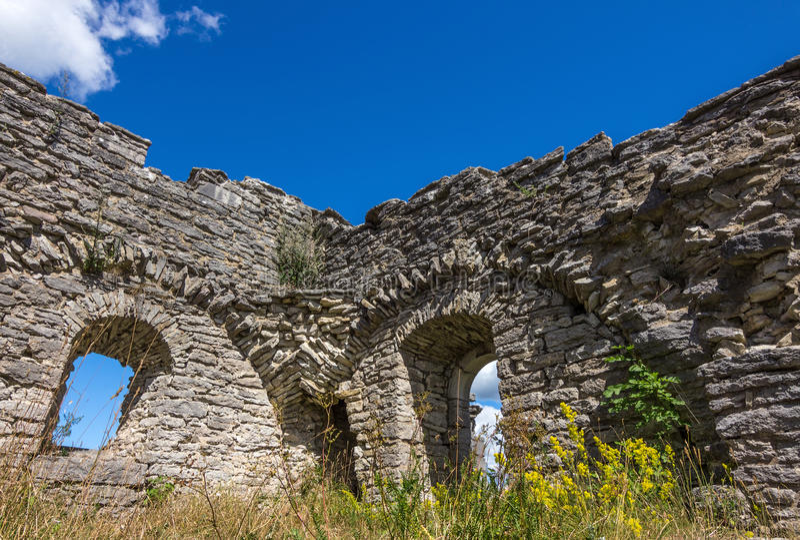 Fördärvar av en forntida kyrka i Gotland, Sverige royaltyfria foton