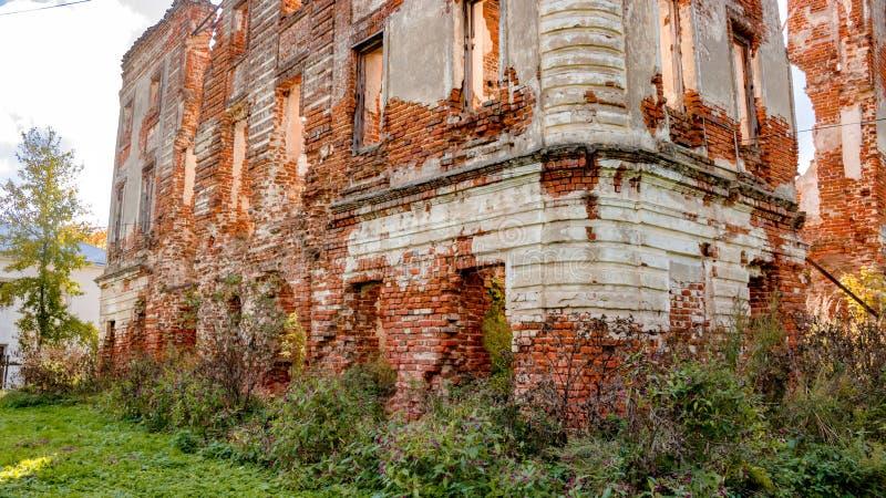 Fördärvar av ett förstört säteri av det 18th århundradet, utanför arkivfoton