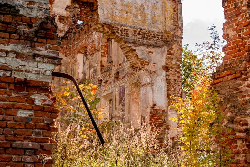 Fördärvar av ett förstört säteri av det 18th århundradet, utanför royaltyfria bilder