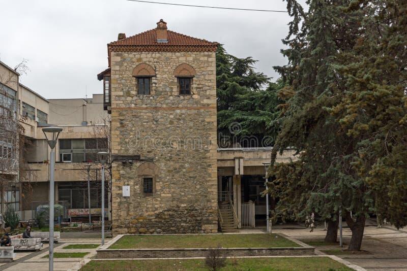 Fördärvar av feodalt torn i stad av Skopje, Republiken Makedonien arkivbild