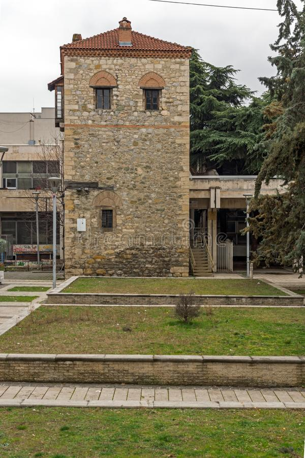 Fördärvar av feodalt torn i stad av Skopje, Republiken Makedonien royaltyfri bild