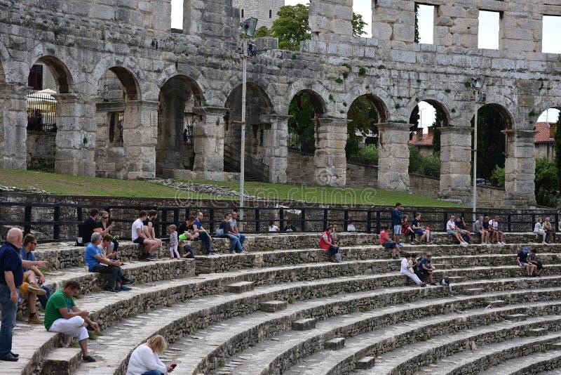Fördärvar av forntida amfiteater i Pula croatia royaltyfri fotografi