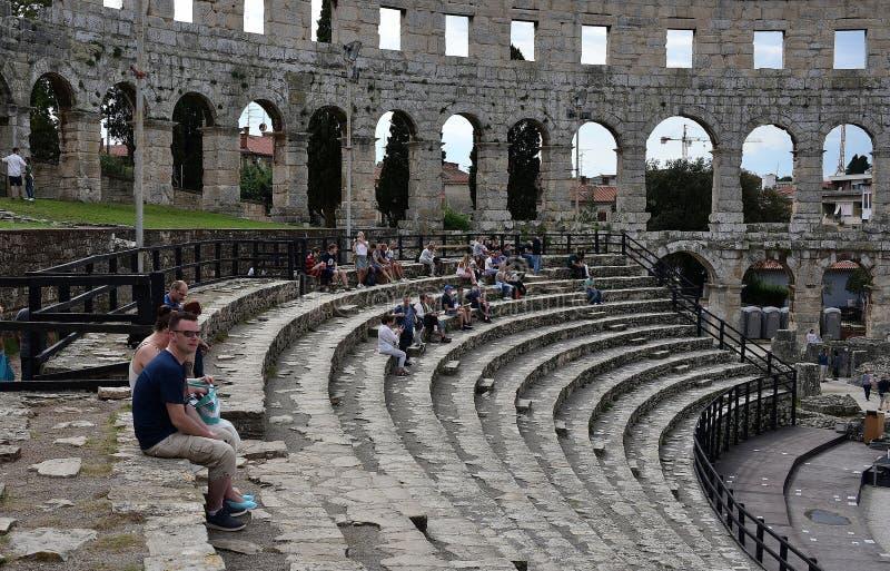 Fördärvar av forntida amfiteater i Pula croatia arkivfoto