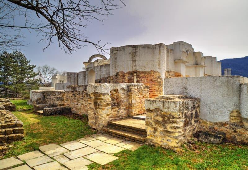 Fördärvar av forntida kyrka royaltyfria foton