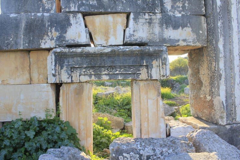 Fördärvar av forntida stad av bibliska Kedesh i Israel arkivfoto