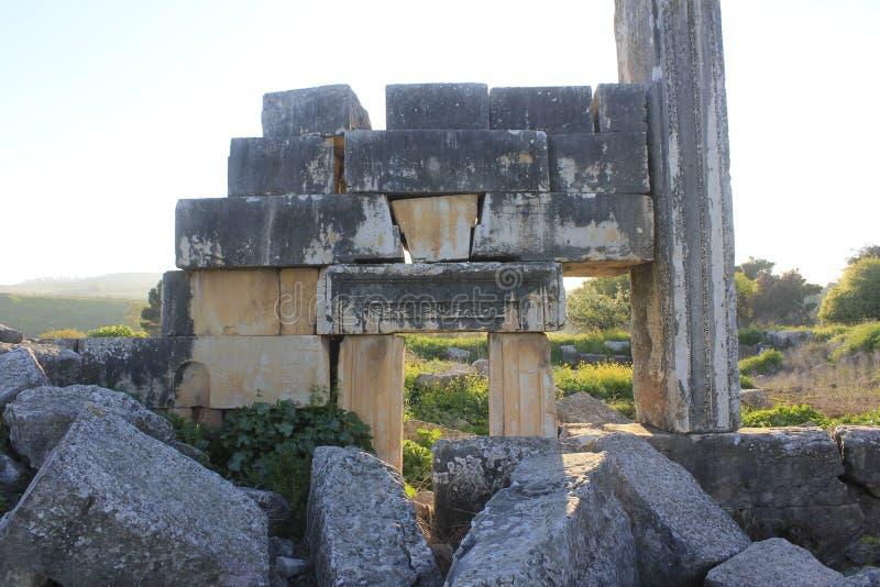 Fördärvar av forntida stad av bibliska Kedesh i Israel royaltyfri bild