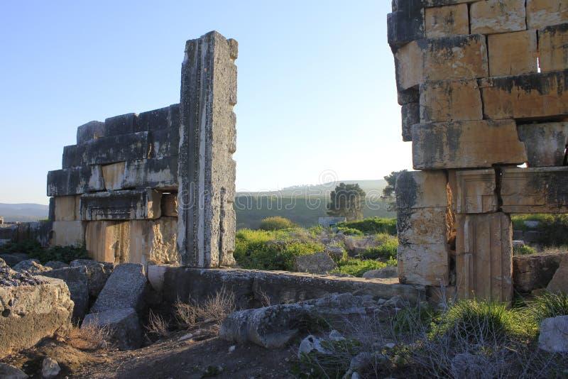 Fördärvar av forntida stad av bibliska Kedesh i Israel royaltyfria foton