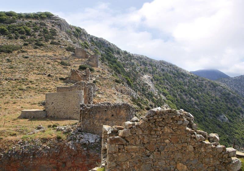 Fördärvar av forntida Venetian väderkvarnar som byggs i det 15th århundradet, den Lassithi platån, Kreta, Grekland arkivbilder