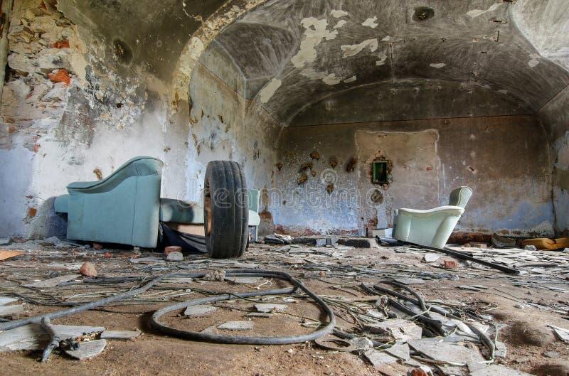 Fördärvar av gamla lantgårdbyggnader - hemtrevligt rum royaltyfria bilder