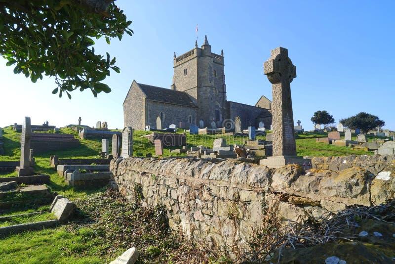 Fördärvar av gammal kyrka och kyrkogård arkivbilder