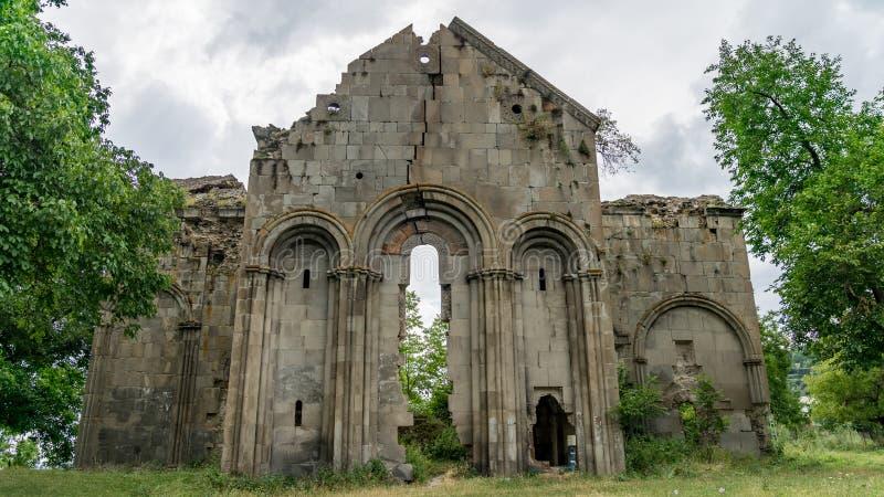 Fördärvar av gammal tibetan kloster och kyrka i den Cevizli byn, Savsat, Artvin, Turkiet arkivbild