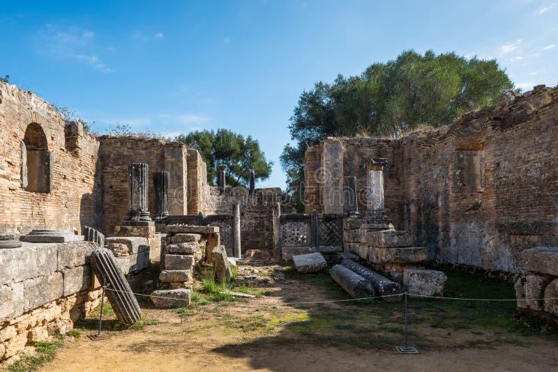 Fördärvar av gammalgrekiskastaden av Olympia, Peloponnese, Grekland royaltyfri foto