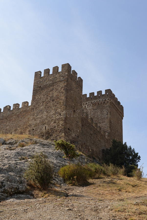 Fördärvar av Genoa Fortress i Sudak royaltyfri foto