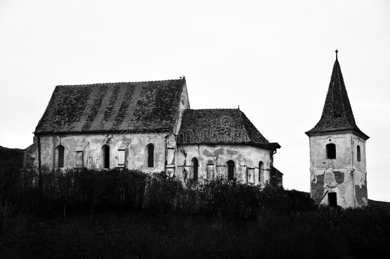 Fördärvar av gotisk kyrka royaltyfria bilder