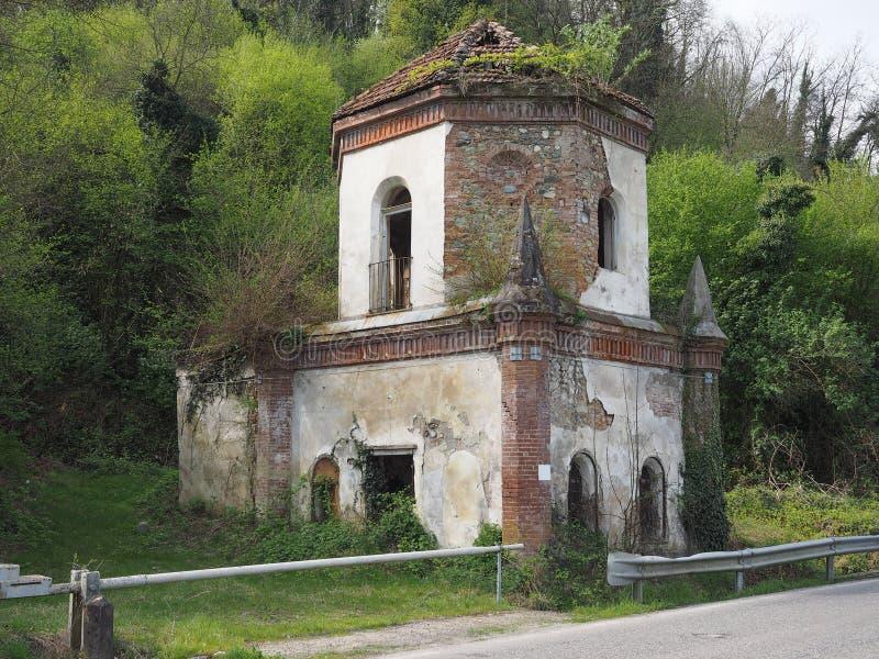 Fördärvar av gotiskt kapell i Chivasso, Italien arkivbild