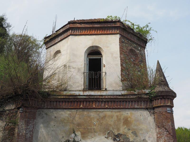 Fördärvar av gotiskt kapell i Chivasso, Italien royaltyfria bilder