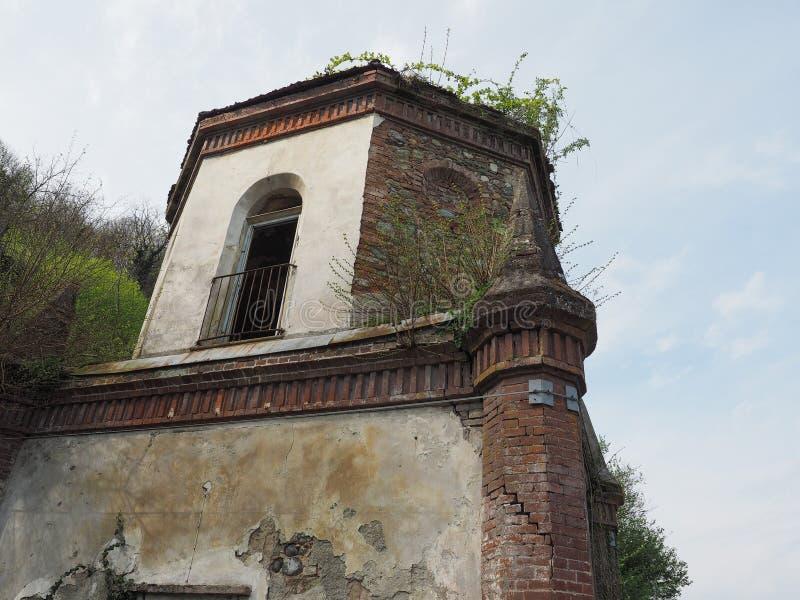 Fördärvar av gotiskt kapell i Chivasso, Italien fotografering för bildbyråer