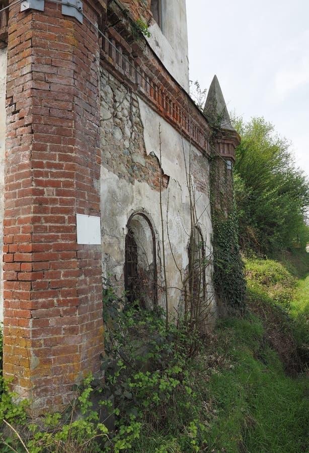 Fördärvar av gotiskt kapell i Chivasso, Italien royaltyfri bild