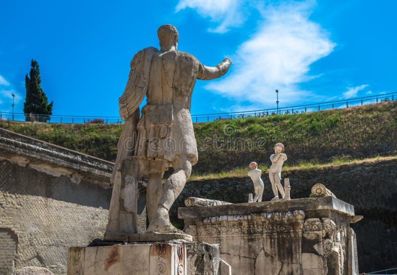 Fördärvar av Herculaneum, den forntida roman staden som förstörs av Vesuvius royaltyfri fotografi
