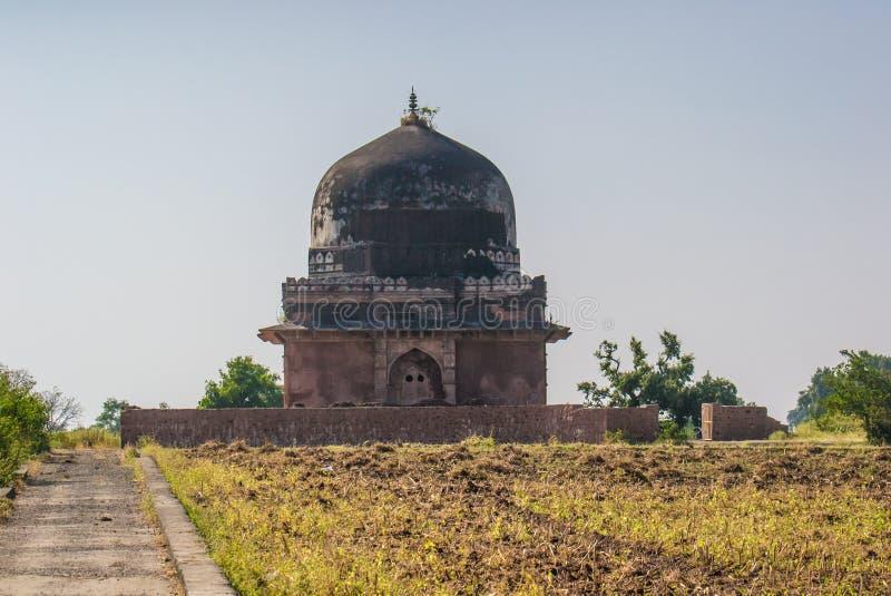 Fördärvar av historisk byggnad Mandu Mandav arkivfoto