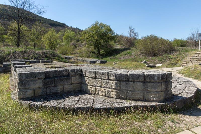 Fördärvar av huvudstaden av det medeltida fästet stora Preslav Veliki Preslav, Bulgarien för första bulgariska välde arkivbild