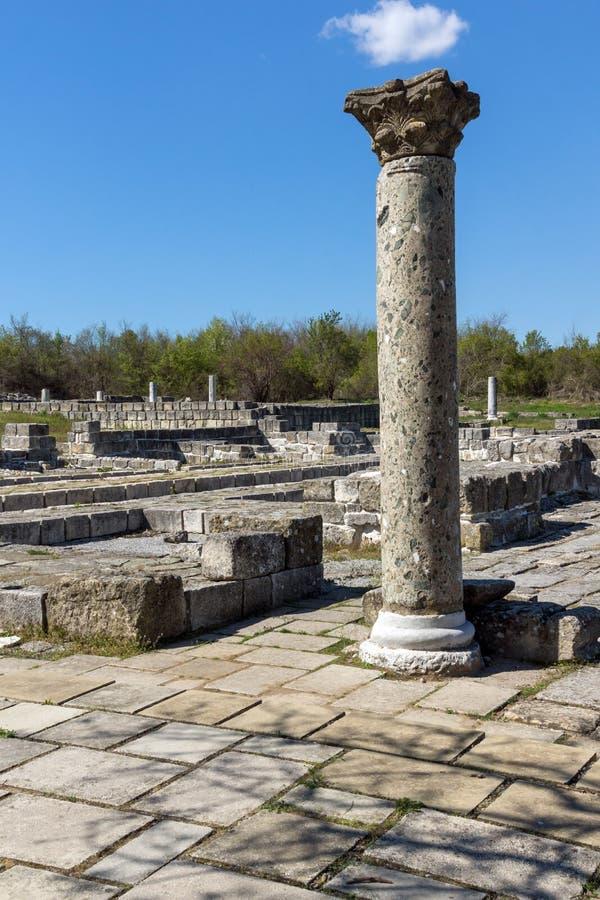 Fördärvar av huvudstaden av det medeltida fästet stora Preslav Veliki Preslav, Bulgarien för första bulgariska välde royaltyfri fotografi