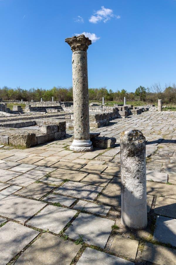 Fördärvar av huvudstaden av det medeltida fästet stora Preslav Veliki Preslav, Bulgarien för första bulgariska välde royaltyfria foton