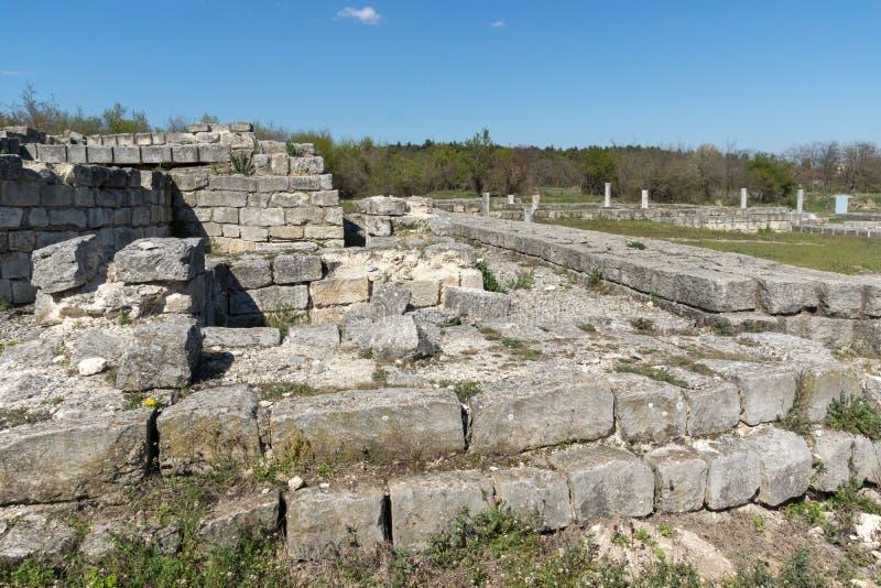Fördärvar av huvudstaden av det medeltida fästet stora Preslav Veliki Preslav, Bulgarien för första bulgariska välde royaltyfria bilder
