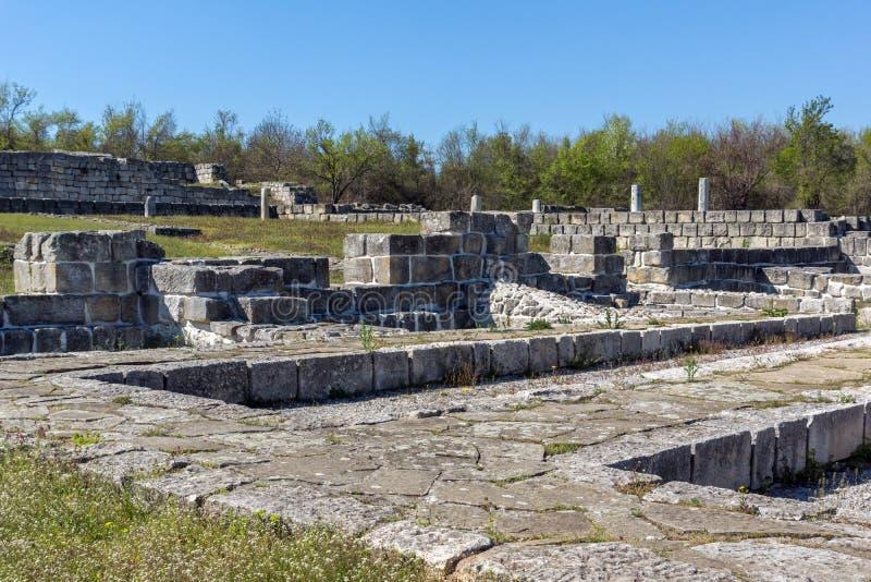 Fördärvar av huvudstaden av det medeltida fästet stora Preslav Veliki Preslav, Bulgarien för första bulgariska välde fotografering för bildbyråer