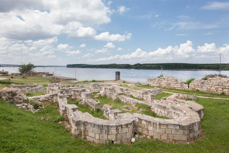 Fördärvar av medeltida bulgarkyrka i Silistra, Bulgarien Silistra är ett viktigt kulturellt, industriell, trans. och educationaen royaltyfria bilder