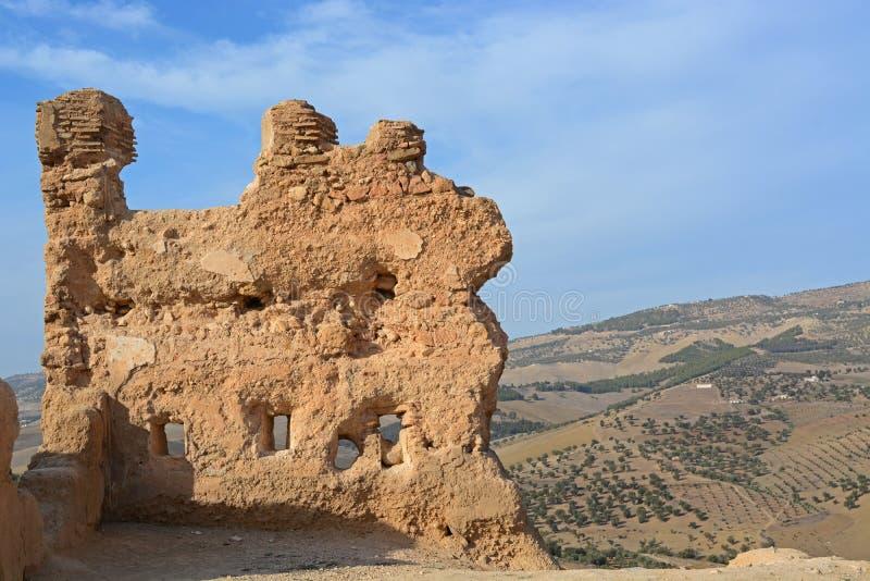 Fördärvar av Merinid gravvalv på kullen, Marocko royaltyfria bilder