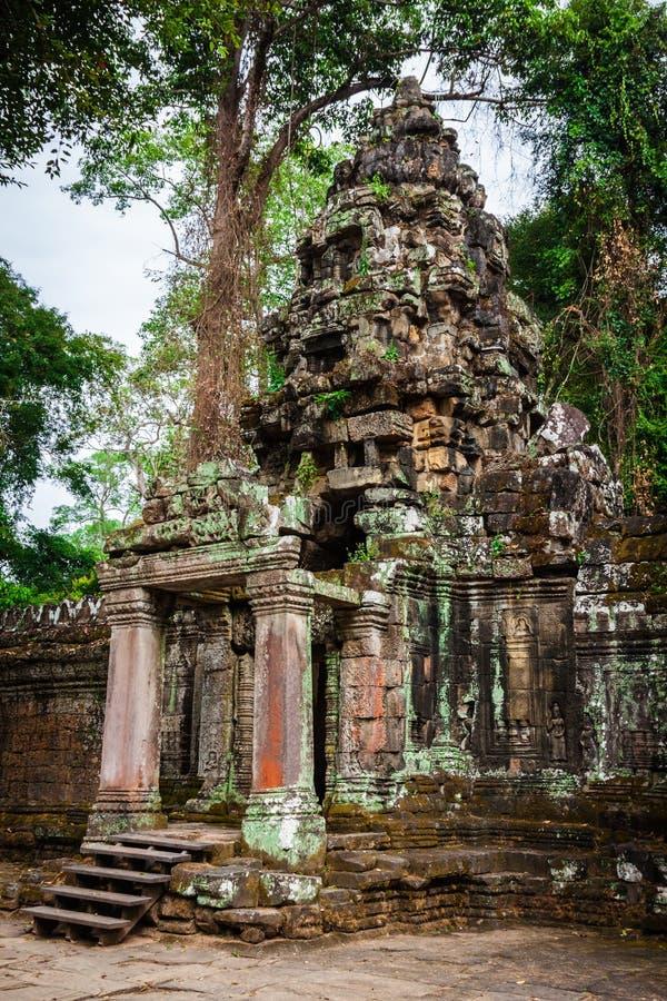 Fördärvar av Pra Khan Temple i Angkor Thom av Cambodja arkivbilder