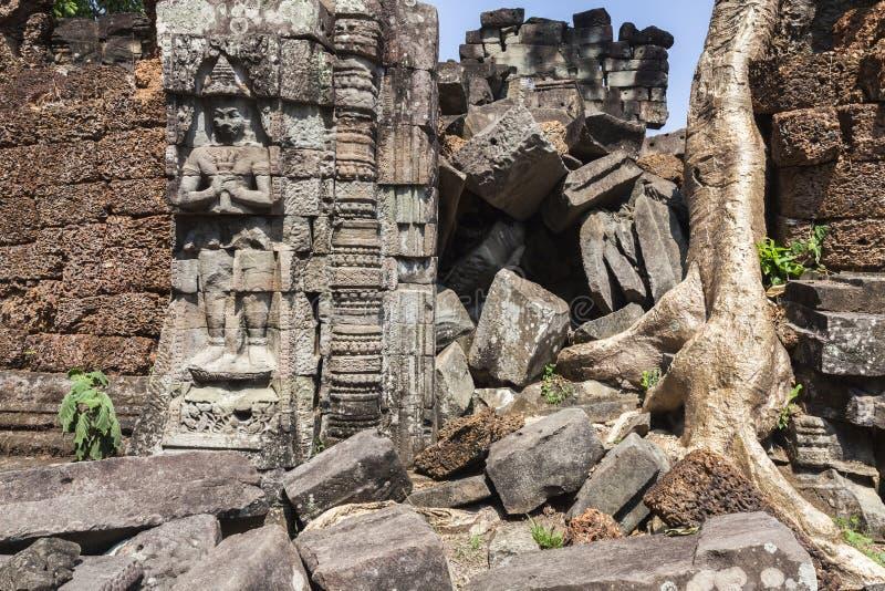 Fördärvar av Preah Khan Temple, Angkor royaltyfri bild