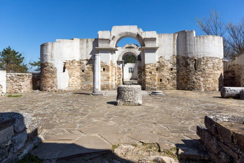 Fördärvar av rund guld- kyrka nära huvudstaden av den första bulgariska välden stora Preslav Veliki Preslav, Bu arkivbilder